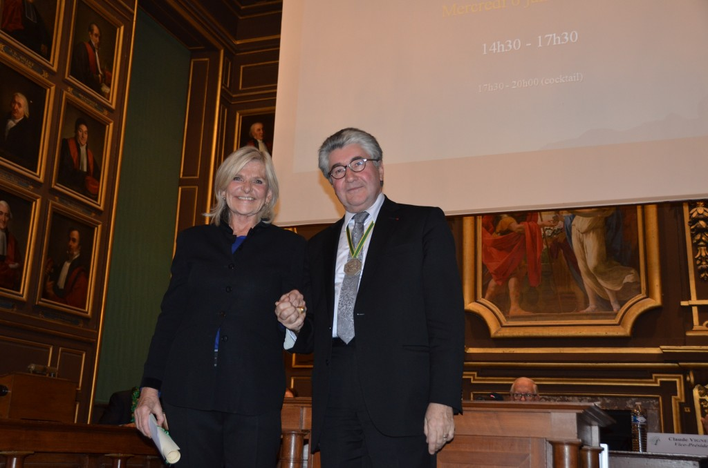 J.-L. Delmas remet son prix à C. Tinné le 6 janvier dernier