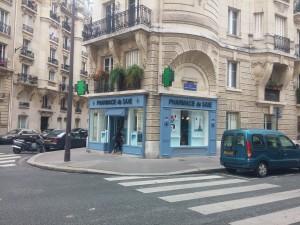 Pharmacie de Saxe. Rue Léon Vaudoyer, Paris. Source : David Benoist
