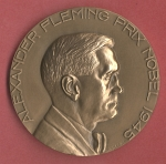 Avers : ALEXANDER FLEMING PRIX NOBEL 1945 R. BARRON. - Tranche: 1976 bronze + poinçon. - Revers : DE [...]