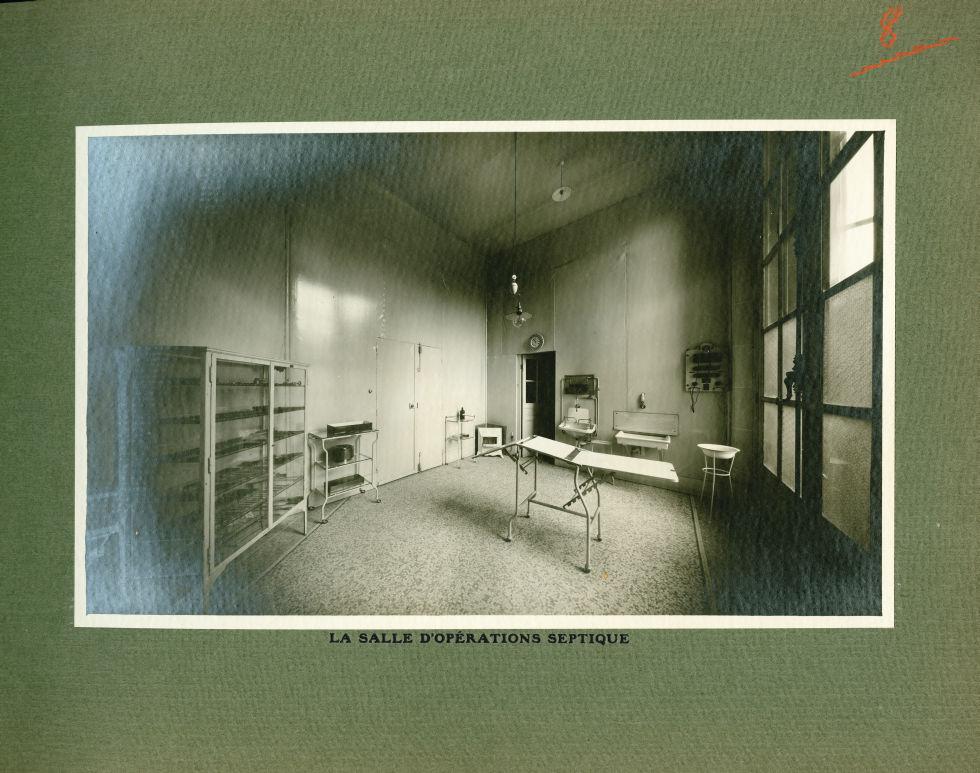[Le Grand Palais pendant la guerre] La salle d'opérations septique - Le Grand Palais pendant la guer [...] -  - med02077x0032