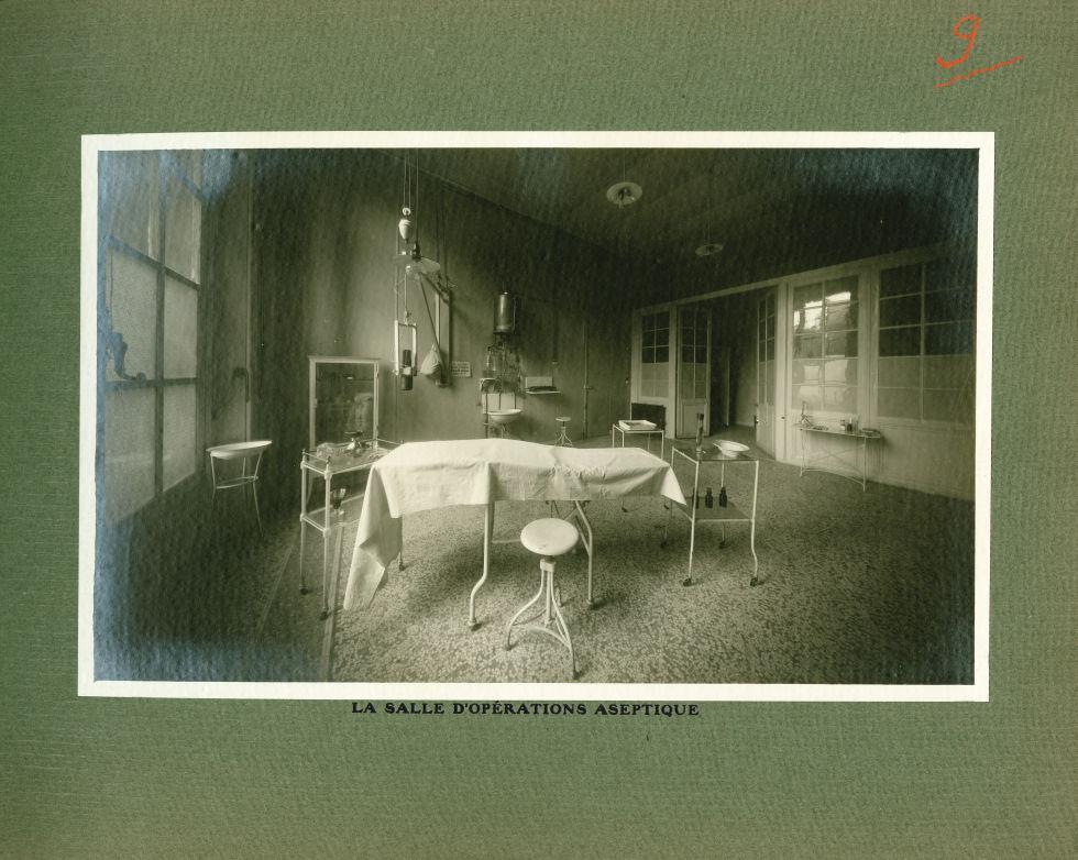 [Le Grand Palais pendant la guerre] La salle d'opérations aseptique - Le Grand Palais pendant la gue [...] -  - med02077x0033