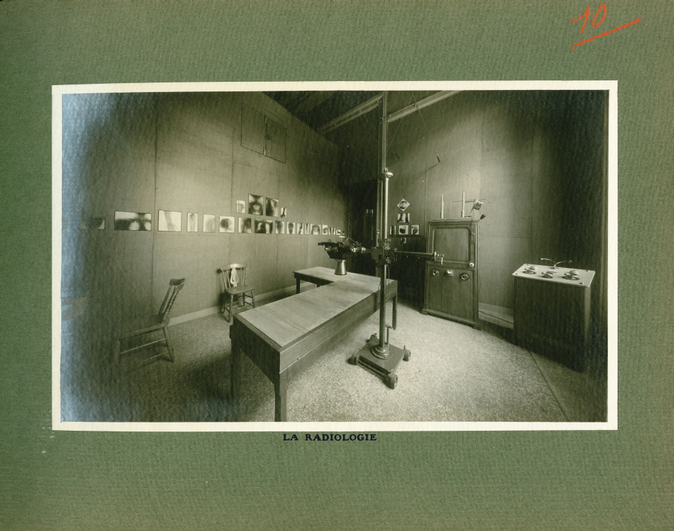 [Le Grand Palais pendant la guerre] La radiologie - Le Grand Palais pendant la guerre (1914-1915-191 [...] -  - med02077x0034