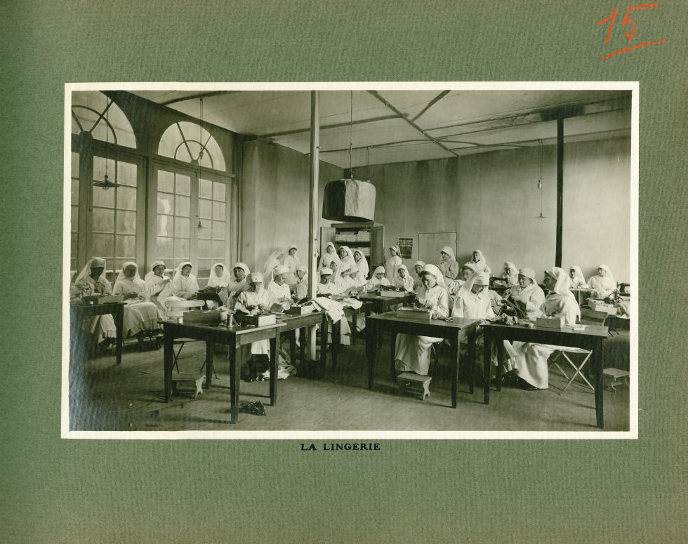 [Le Grand Palais pendant la guerre] La lingerie - Le Grand Palais pendant la guerre (1914-1915-1916) -  - med02077x0039