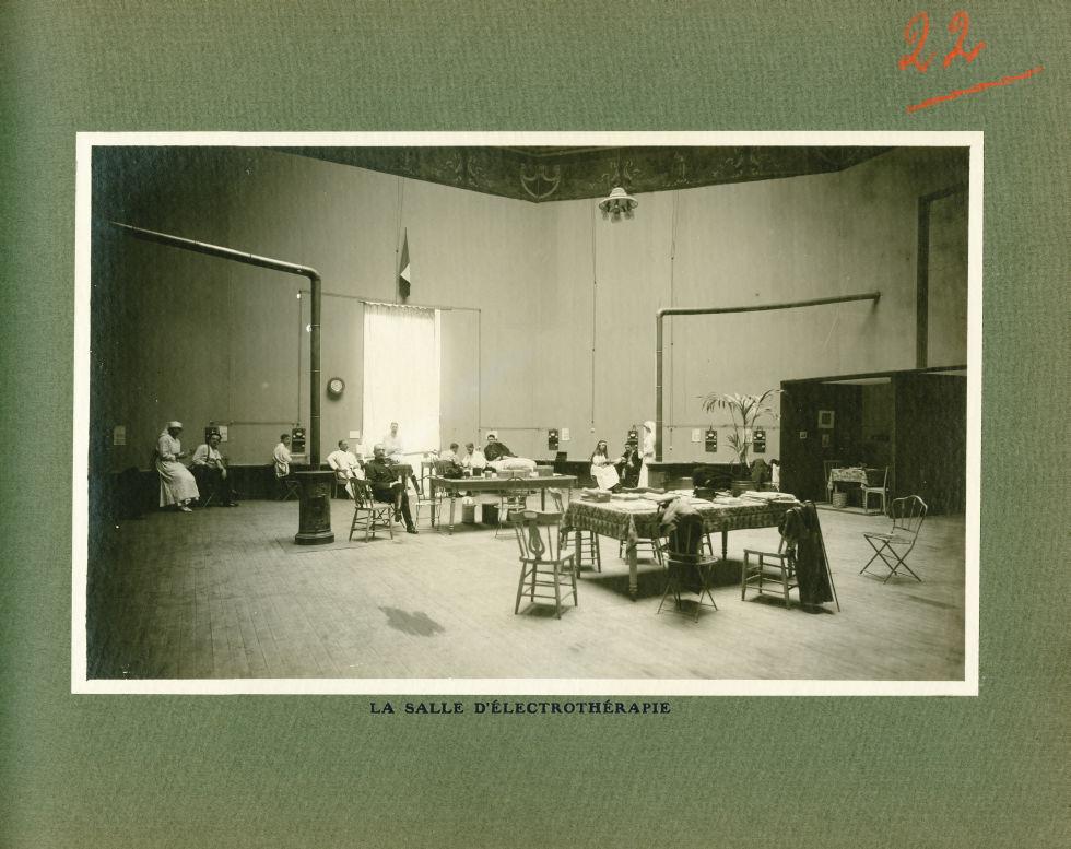 [Le Grand Palais pendant la guerre] La salle d'électrothérapie - Le Grand Palais pendant la guerre ( [...] -  - med02077x0046
