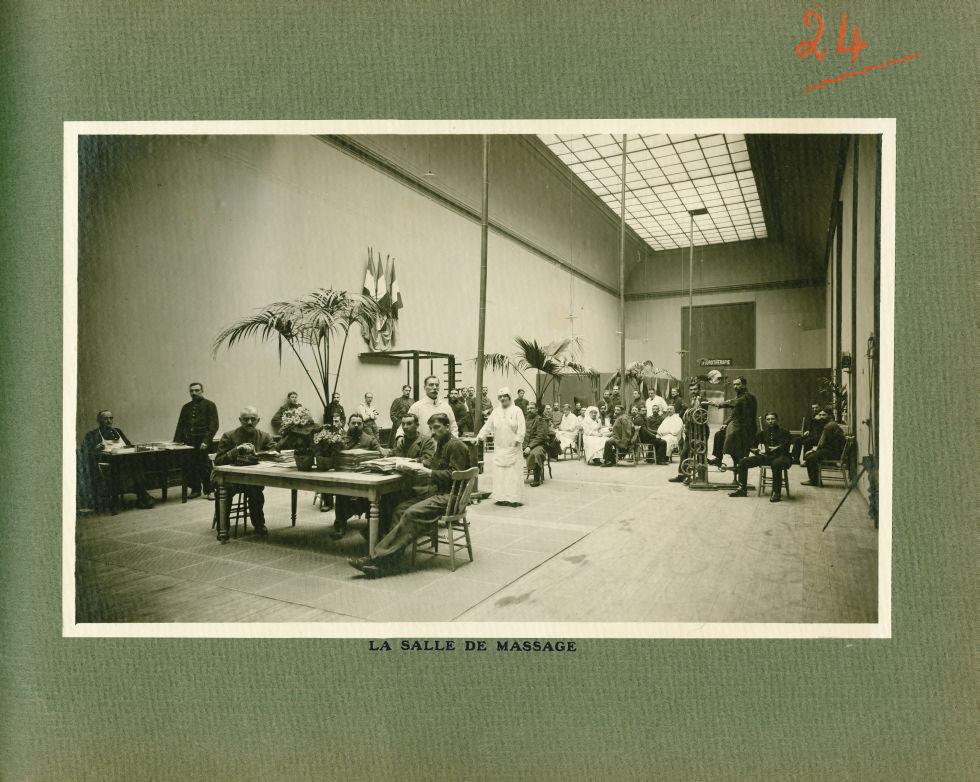 [Le Grand Palais pendant la guerre] La salle de massage - Le Grand Palais pendant la guerre (1914-19 [...] -  - med02077x0048