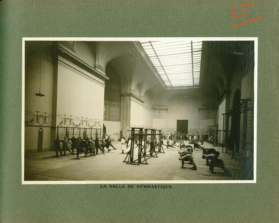 [Le Grand Palais pendant la guerre] La salle de gymnastique - Le Grand Palais pendant la guerre (191 [...] -  - med02077x0049