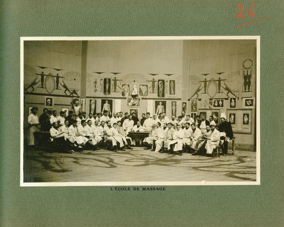 [Le Grand Palais pendant la guerre] L'école de massage - Le Grand Palais pendant la guerre (1914-191 [...] -  - med02077x0050