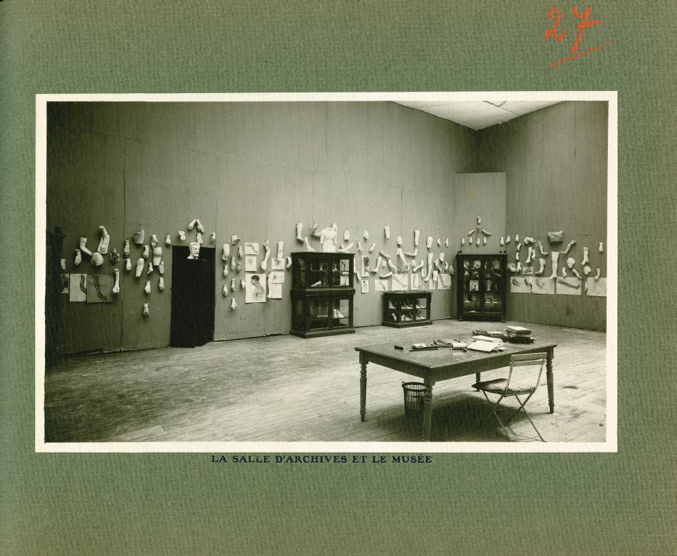 [Le Grand Palais pendant la guerre] La salle d'archives et le musée - Le Grand Palais pendant la gue [...] -  - med02077x0051