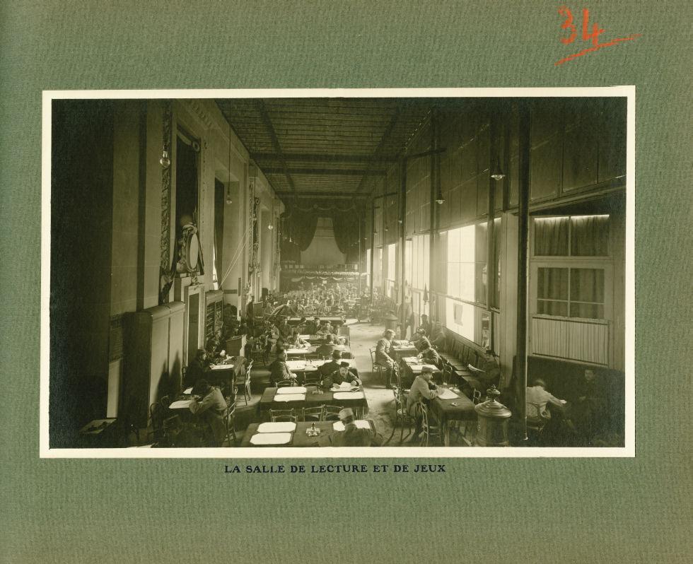 [Le Grand Palais pendant la guerre] La salle de lecture et de jeux - Le Grand Palais pendant la guer [...] -  - med02077x0058