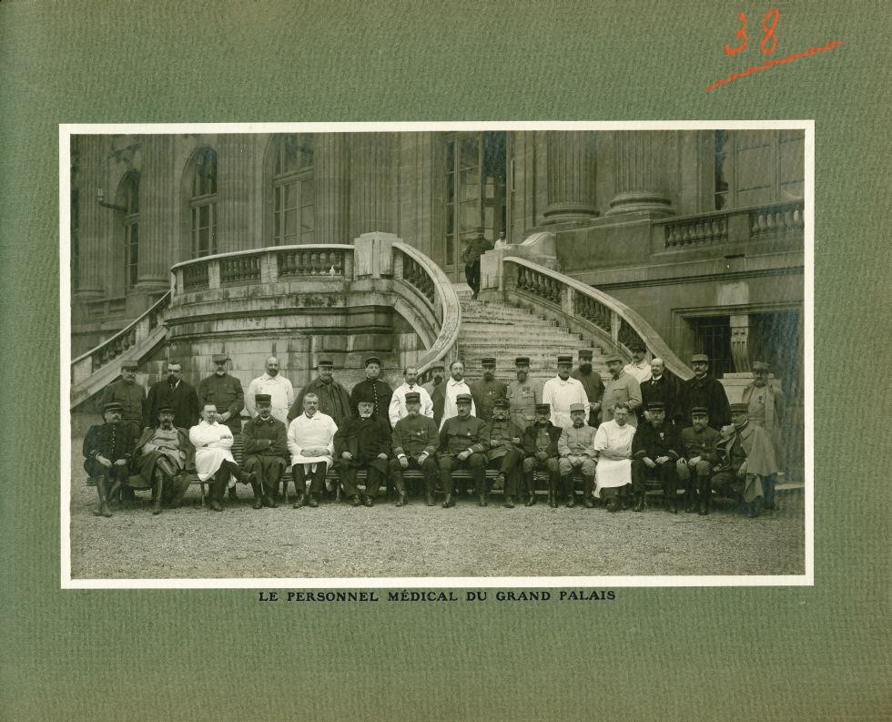 [Le Grand Palais pendant la guerre] Le personnel médical du Grand Palais - Le Grand Palais pendant l [...] -  - med02077x0062